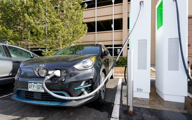 Come garantire che l'infrastruttura di ricarica dei veicoli elettrici sia accessibile a tutti