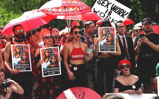 Les travailleuses du sexe se battent contre une loi dangereuse en se mettant sous les projecteurs
