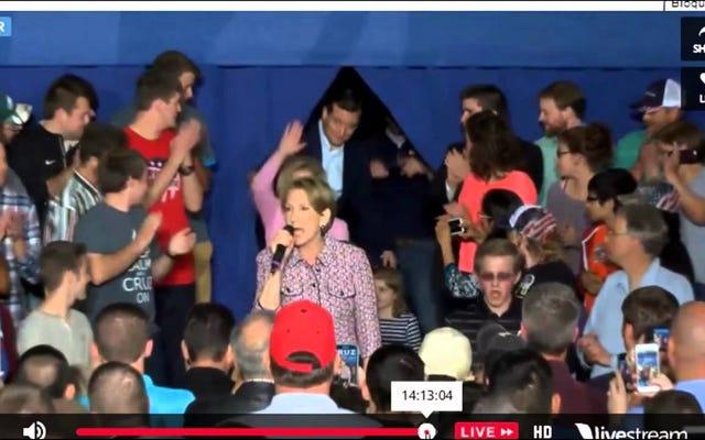 カーリー・フィオリーナがステージから落ちるのを見ないふりをしているテッド・クルーズです