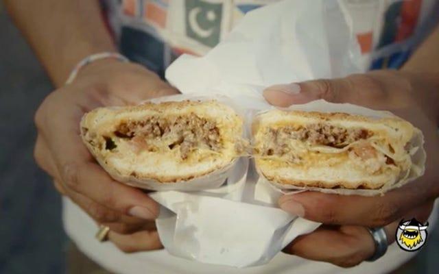 Bu lezzetli görünümlü peynirli sandviç, bir mutfak ateş fırtınasının merkezidir.