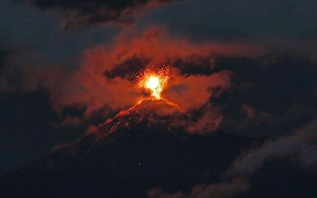 Gunung berapi Fuego Guatemala telah meletus lagi, dan fotonya menakutkan