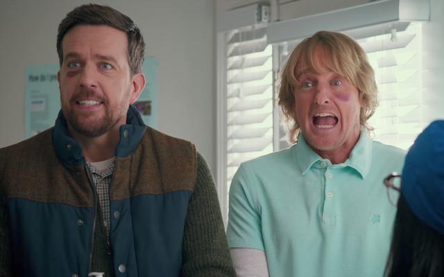 Owen Wilson e Ed Helms cercano di trovare le figure del padre nel nuovo trailer