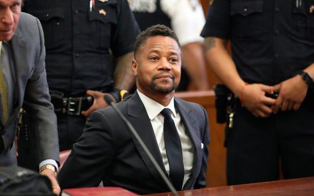 キューバ・グッディング・ジュニアは、新たな性的違法行為の罪で無罪を主張し、ニューヨーク市警に身を投じる