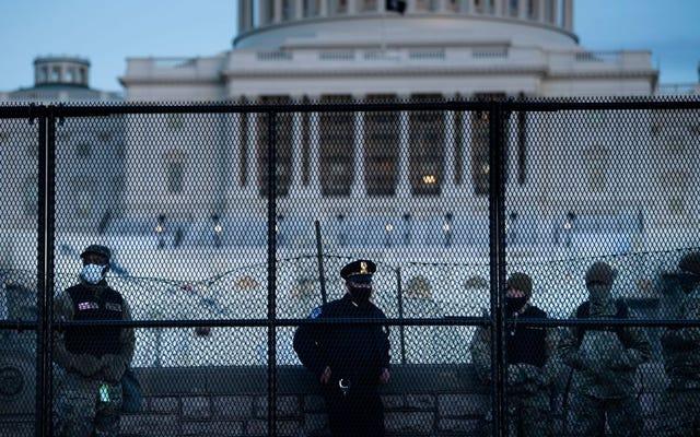 Ufficiale di polizia del Campidoglio tra i morti mentre Fallout From Siege continua tra domande sulla preparazione della polizia