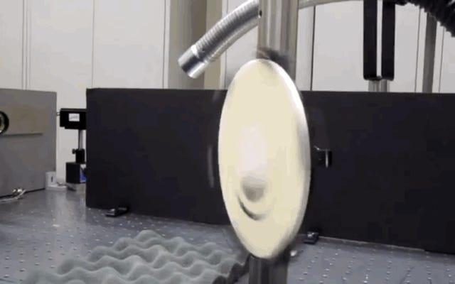 五角形はどこからともなく音を出すことができるレーザー技術に取り組んでいます