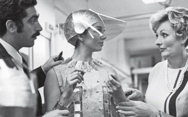 RIP जूली हैरिस, ऑस्कर विजेता कॉस्ट्यूम डिजाइनर जिन्होंने 60 के दशक में झूलों को स्टाइल किया था