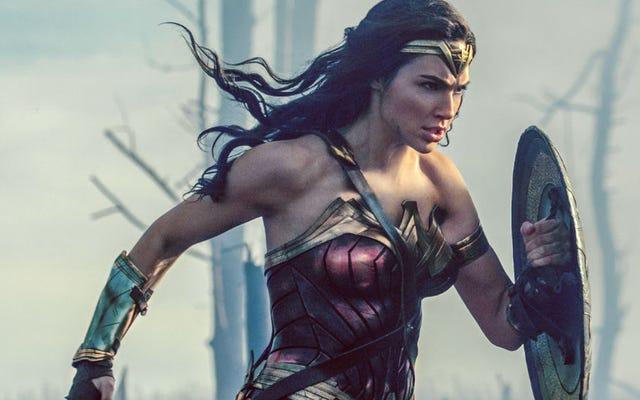 ปฏิกิริยาแรกของ Wonder Woman เป็นเรื่องที่น่าตื่นเต้น