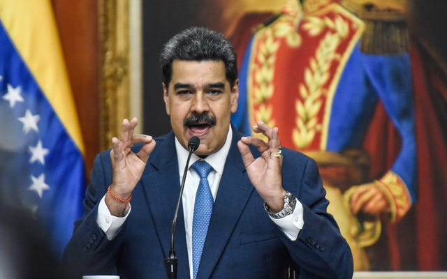 El presidente de Venezuela exhorta a las mujeres a tener seis bebés cada una mientras el país continúa desmoronándose