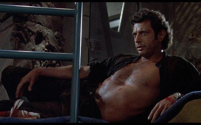 Bez koszulki Jeff Goldblum z Parku Jurajskiego jest teraz gigantyczną statuą, czcijmy ją jako Boga