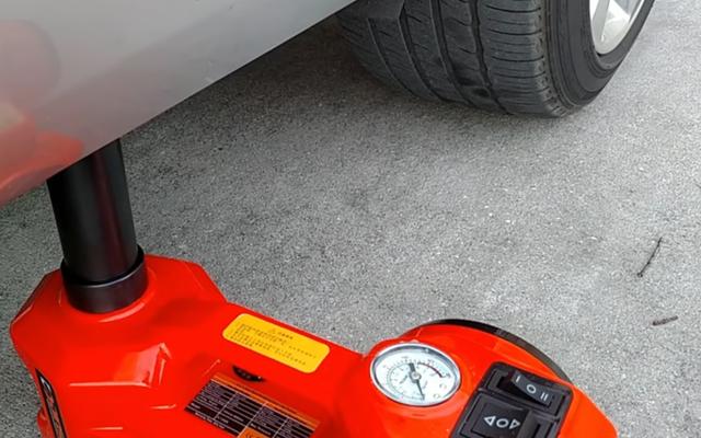 Strumento fantastico: un kit martinetto idraulico elettrico è una soluzione all-in-one per un cambio rapido degli pneumatici