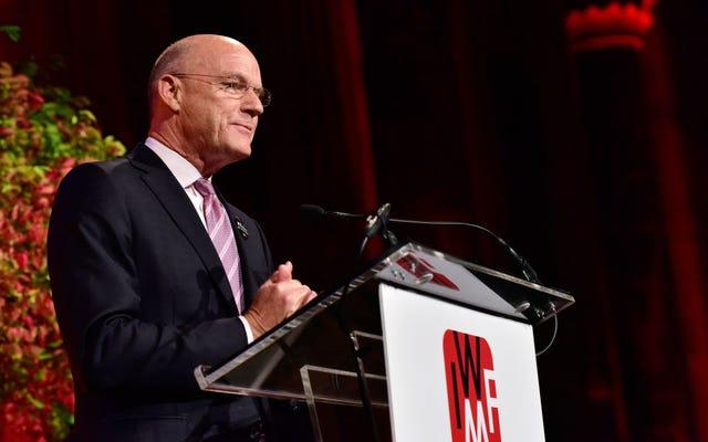 MSNBCのフィル・グリフィン社長がスタッフ会議でマリア・メヌーノスの裸の股間の写真を振り回したとされる