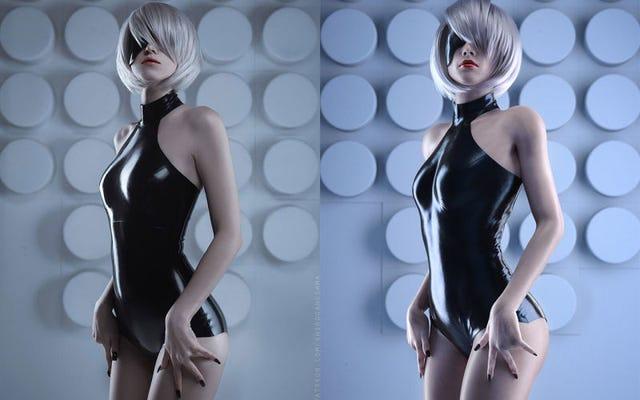 これら2つのほぼ完璧な画像の違いは、1つは3Dで行われ、もう1つは素晴らしいコスプレであるということです。