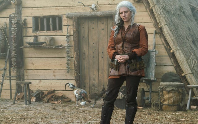 Kiedy Lagertha myśli, że wyszła, Wikingowie wciągają ją z powrotem