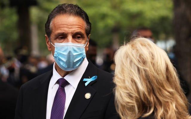 ニューヨーク州知事アンドリュー・クオモは、彼がたわごとでいっぱいであることに気づいた後、感謝祭の計画をキャンセルします