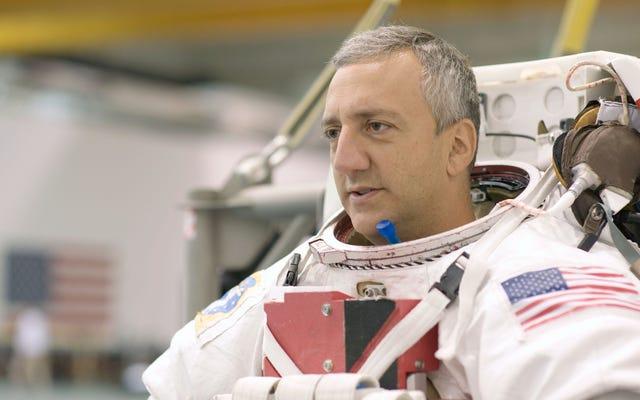 宇宙飛行士と、宇宙でのシャワー、おなら、骨抜きについておしゃべりしました