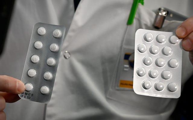 Pejabat Vaksin Teratas Mengatakan Dia Diturunkan karena Mendorong Lebih Banyak Ilmu Pengetahuan tentang Hydroxychloroquine