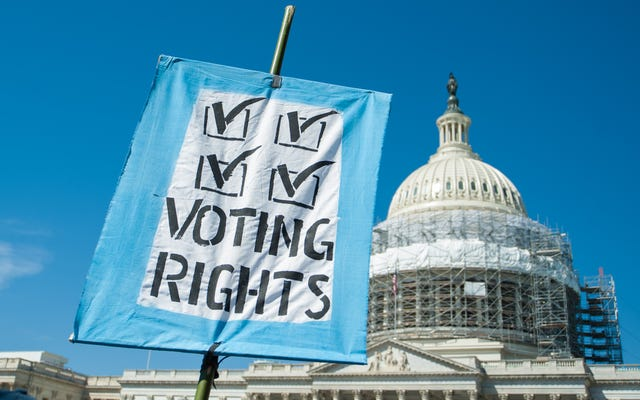 フロリダの元重罪人が投票するために料金を支払わなければならないというトランプの任命者の規則でいっぱいの連邦控訴裁判所
