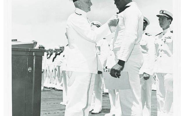 ドリス 'ドリー'ミラーは彼の名前で空母と海軍によって名誉を与えられる
