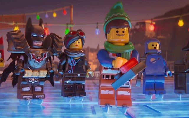 Tutto è di nuovo temporaneamente fantastico in questo affascinante cortometraggio di Natale di Lego Movie 2