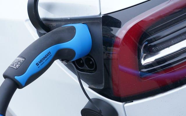 Le Massachusetts suit la Californie et interdit la vente de voitures neuves à essence d'ici 2035