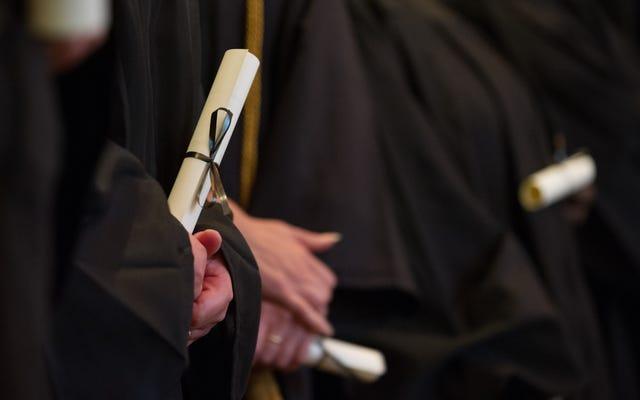 Die Studie legt nahe, dass ein Hochschulabschluss mit hohen Noten Frauen möglicherweise nicht dabei hilft, Jobs zu bekommen