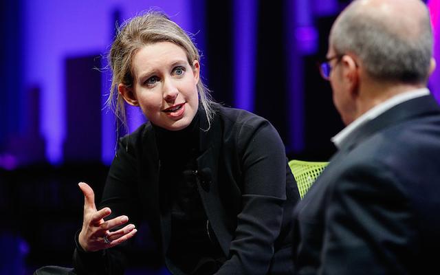 थेरानोस संस्थापक एलिजाबेथ होम्स, पूर्व में $ 4.5 बिलियन के लायक, अब 'कुछ भी नहीं' के लायक है