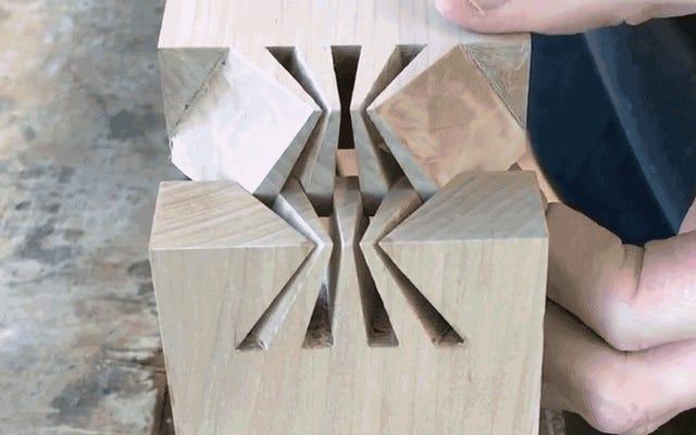 これらの正確に細工された木製のジョイントが一緒にフィットするのを見るのは非常に満足です