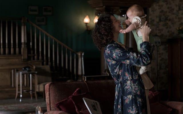 Ngay cả khi bị ngăn cách bởi thời gian và không gian, kết nối của Claire và Jamie vẫn xung động trên Outlander