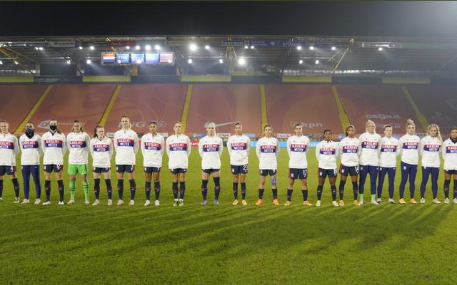 米国の女子サッカーチームは、男子チームと同じように、まともな場所でのプレーがようやく許可されました