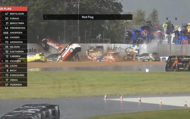 シトロエンDS3カップレースの半分以上が同じコーナーでクラッシュした後、赤旗が立てられた