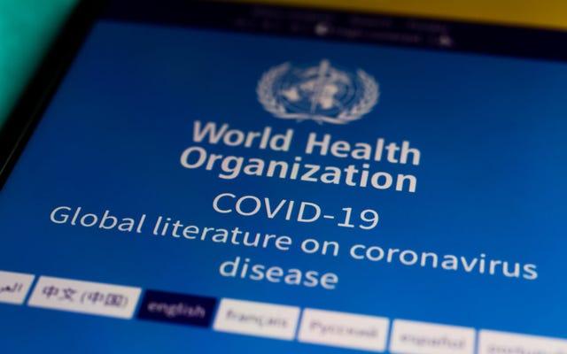 世界保健機関は、パンデミックが今年までに終わると予想することは「非現実的」であると言います