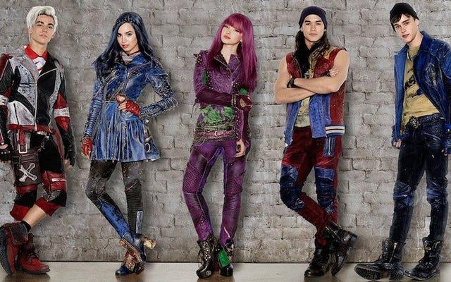 Descendants 2 élargit et amplifie les choix de vêtements déjà mauvais des enfants méchants de Disney
