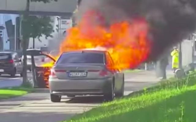 ผู้ชายขี้โมโหที่ BMW ยังคงทำลายรถยนต์เพื่อสร้างประเด็นของเขา