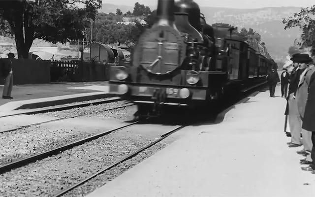 Neural Networks Upscale Film dari 1896 hingga 4K, Membuatnya Terlihat Seperti Diambil pada Smartphone Modern