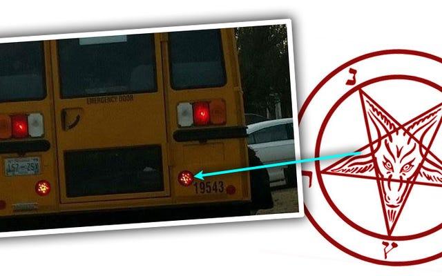 Un ser humano adulto realmente piensa que las luces de freno del autobús escolar son satánicas