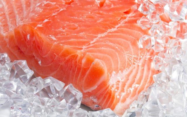 染めた鮭を食べるのは健康に悪いですか?