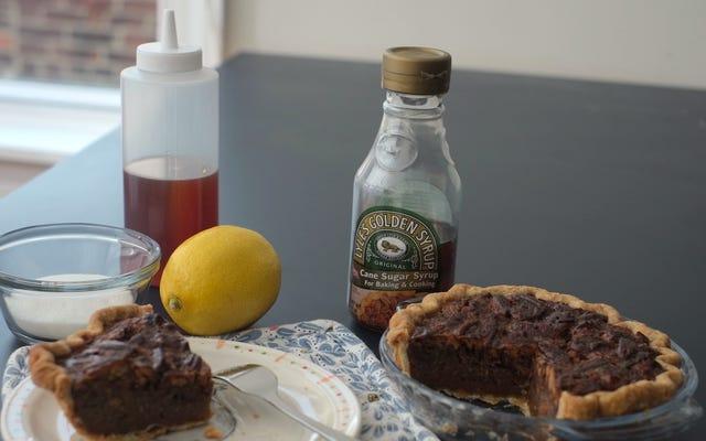Prepare su propio jarabe dorado para obtener el mejor pastel de nueces de su vida