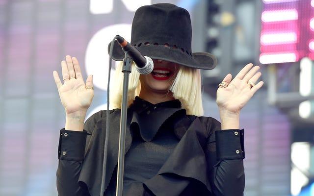 Sia ยึดวิธีการผลิตแท็บลอยด์ด้วยการปล่อยภาพเปลือยของเธอเอง