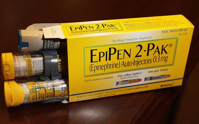 Bajo presión sobre los precios de EpiPen, Mylan presenta una versión genérica
