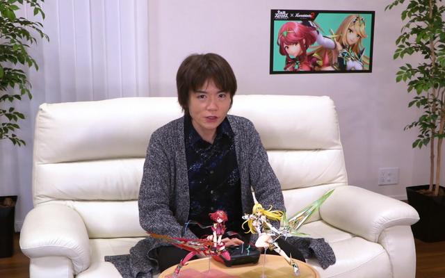 Сакурай прячет фигурки неизданных бойцов Smash Bros. за своим столом на работе
