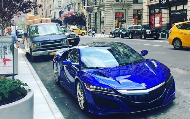 आप 2017 Acura NSX के बारे में क्या जानना चाहते हैं?