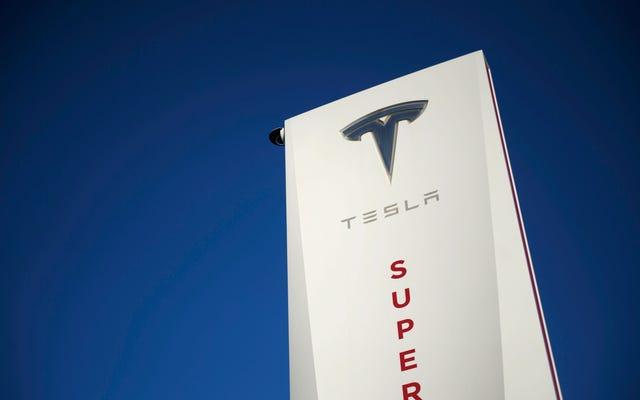 테슬라는 임의의 센트럴 캘리포니아 여관에 세계에서 가장 큰 수퍼 차저 스테이션을 건설 할 계획입니다