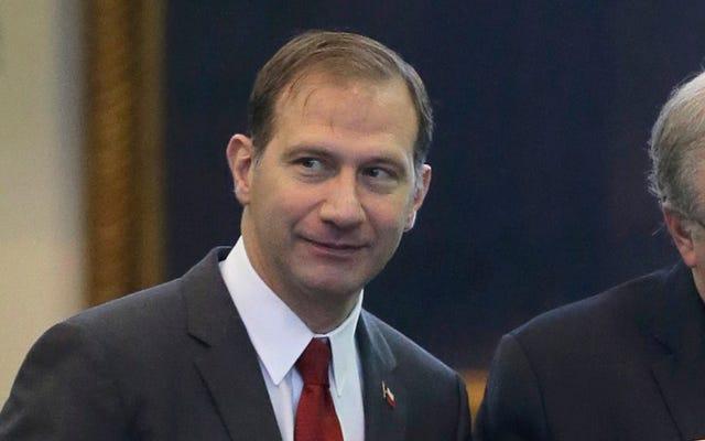 Des textes récemment publiés montreraient que le sénateur de l'État du Texas envoie des messages grossiers à un étudiant
