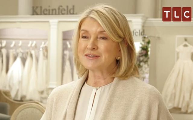 Regardez Martha Stewart Diss agréablement la robe de mariée d'un ami dans Dites oui à la robe