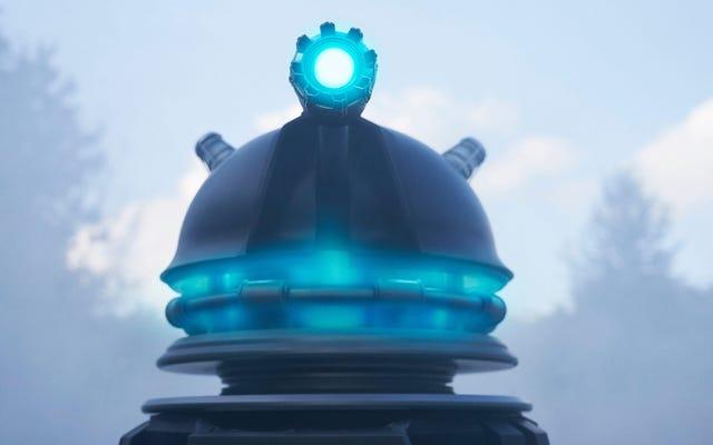Nos héros humains combattent une apocalypse de Dalek dans la bande-annonce complète du spécial du Nouvel An de Doctor Who