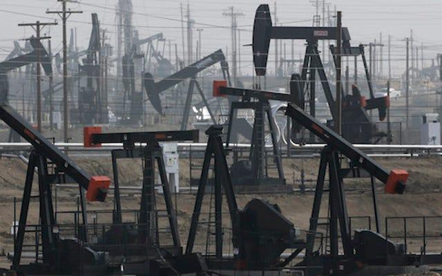 Các công ty dầu mỏ đang bán nước thải bẩn cho các trang trại bị hạn hán