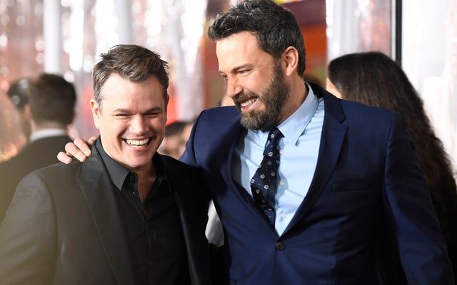 Ben Affleck & Matt Damon đang tổ chức một Tourney Poker từ thiện trên một trang web sơ sài ngoài khơi. Điều gì có thể sai?