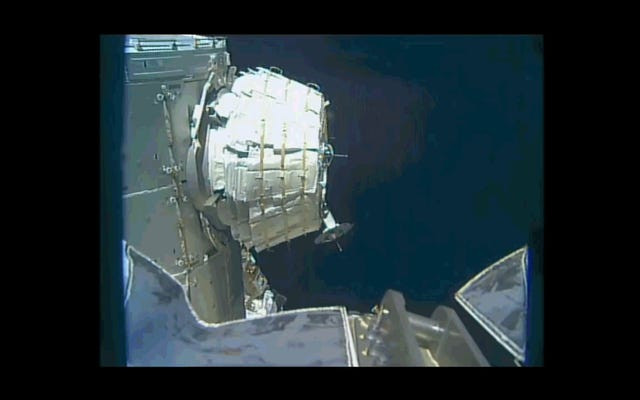 ああ、誰かがついにNASAのインフレータブルスペースハウスに入る