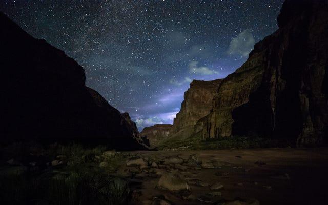 グランドキャニオンを通って星がちりばめられた川ラフティング旅行に参加する