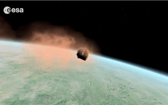 宇宙飛行士のスコット・ケリーとミハイル・コルニエンコが地球に急降下するのを見る